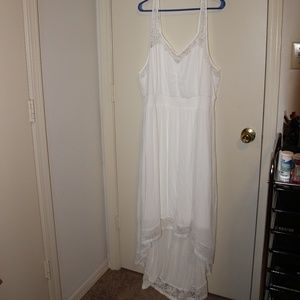 Torrid beautiful white special occasion dress Sz 4